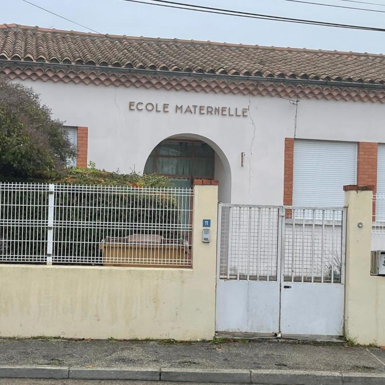 Sekolah dekat rumah