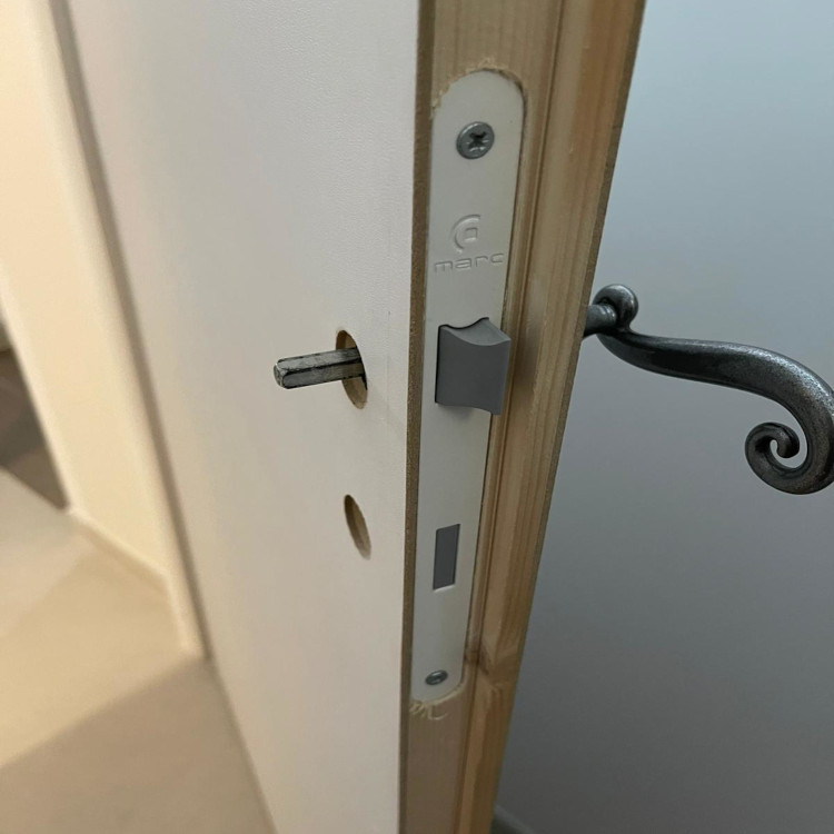 Handel pintu yang bermasalah: cuma ada satu!
