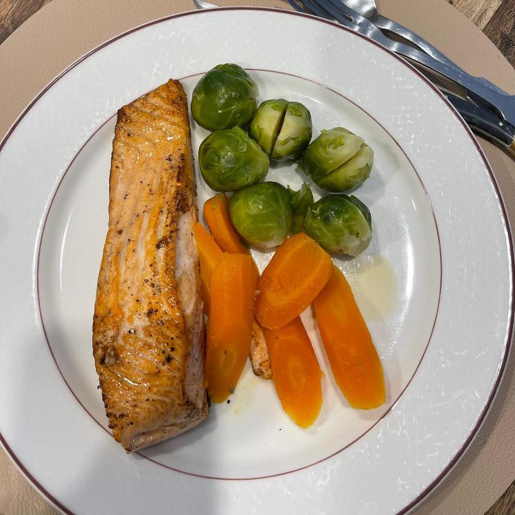 Sayur-sayuran dan ikan, siap santap!