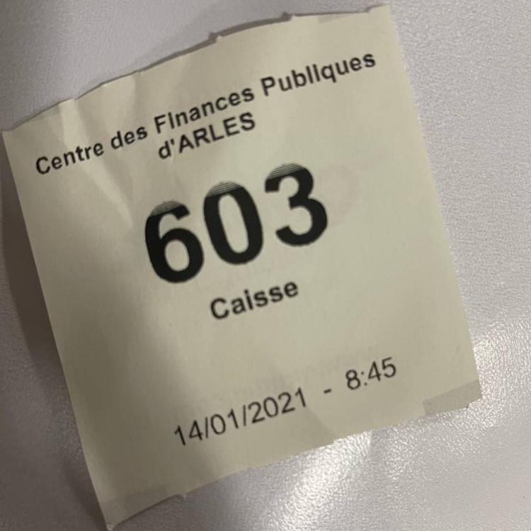 Nomor antrean di Centre des Finances Publiques d'Arles