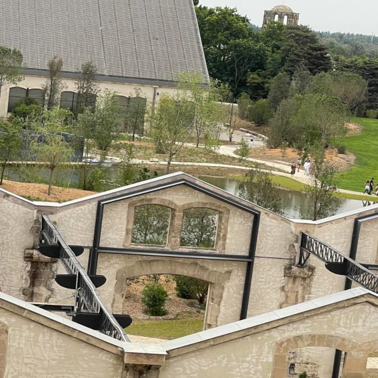 Renovasi Bangunan-bangunan LUMA Arles